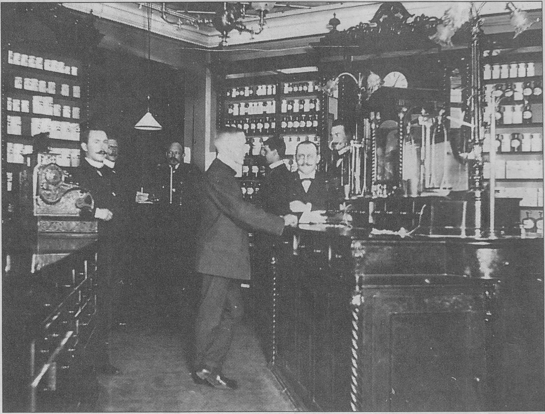 Apotek Lejonet på Drottninggatan 27, Vitalis Wickberg 1910