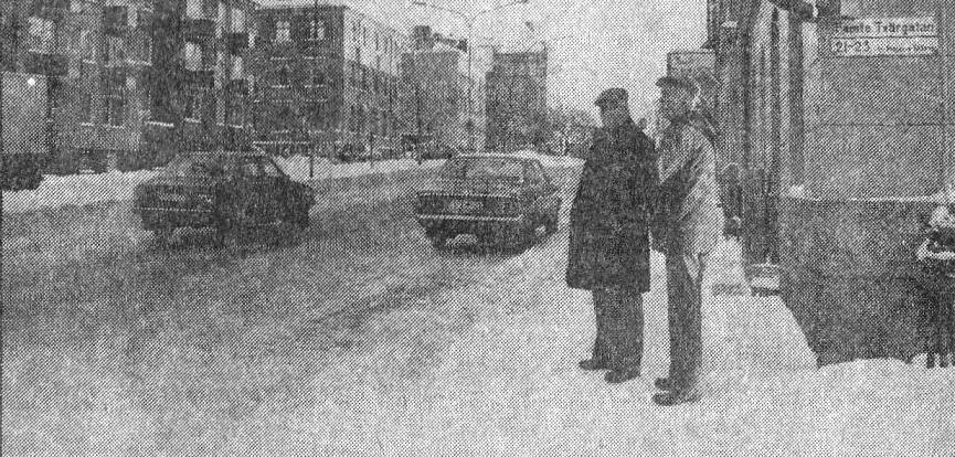 Holmström och Widlund står i hörnet av Brynäsgatan och Femte och minns hur det såg ut.