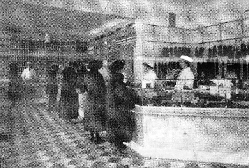 Edvard Lindbloms matvaruhandel Drottninggatan 18 på 1920-talet