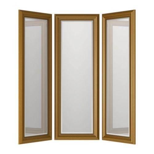 Speglar i en herrfrisörsalong