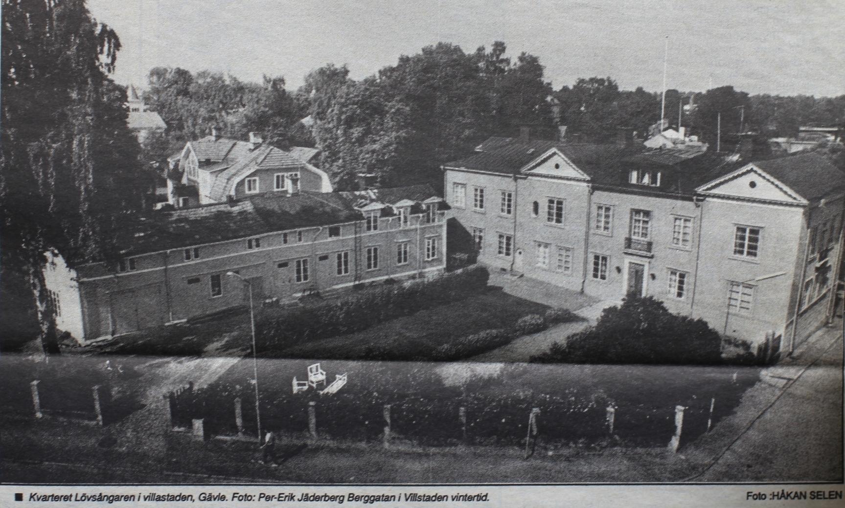Familjen Engwalls hus med Klintbergska gården i bakgrunden.