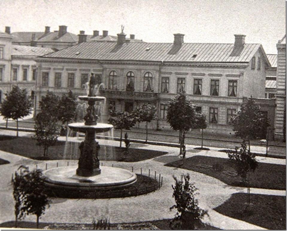 Drottninggat_Kungsgatan_Carl_Erik_Lagerblom_fore_Komsumvaruhuset_revs_1930