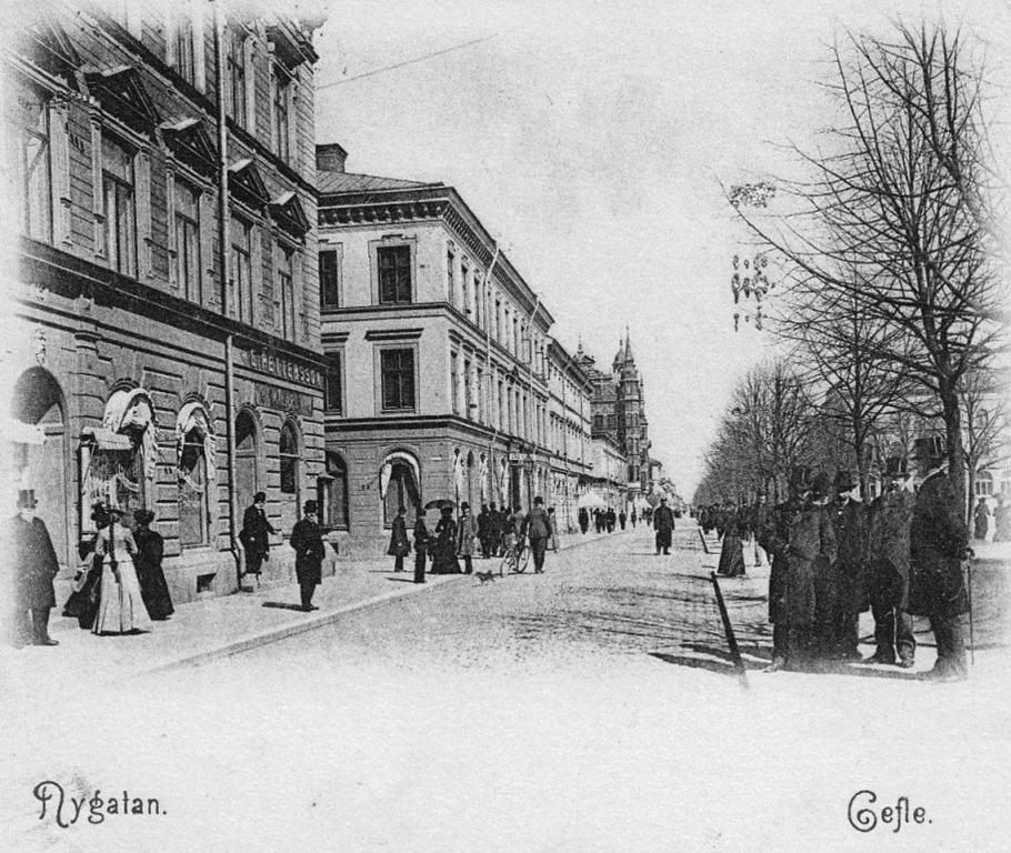 Nygatan_Gefle_1903_E_Pettersson_mobelaffar_nn