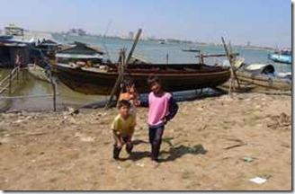 Phnom Penh varvet pa andra sidan Mekongfloden 10 jan