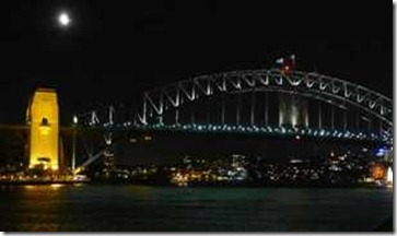 Sydney. Harbour Bridge 110210, half moon