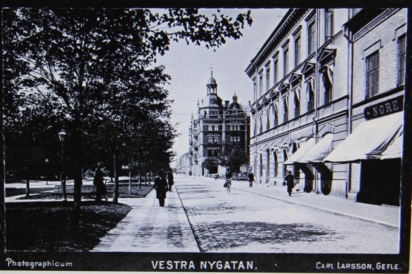 Vastra_Nygatan_mot_Gevaliapalatset-Carl_Larsson