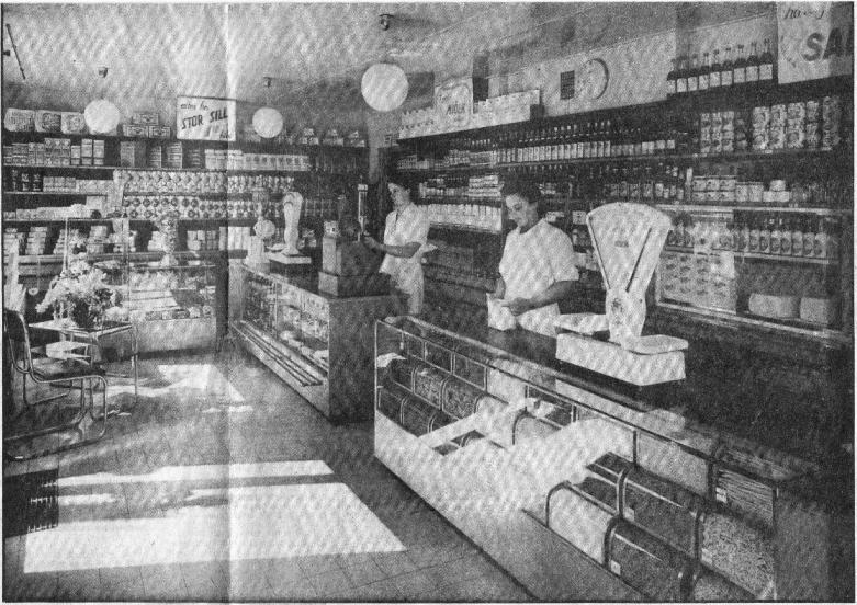 ... och efter. Nu hade butiken fått en stramare hållning som stämde mot tiden. Lösvaror låg i glasburkar.
