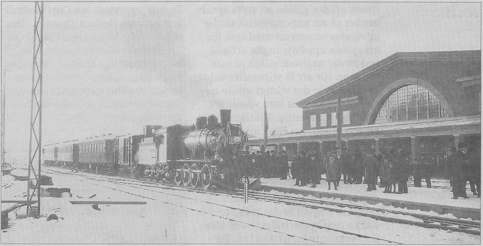 Folkfest på perrongen. Förmodligen är den här bilden tagen under invigningen 1926.