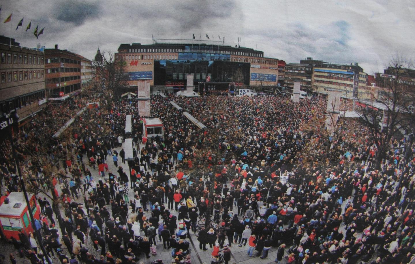 Tusentals människor på Stortorget i Gävle för att fira sina hjältar.