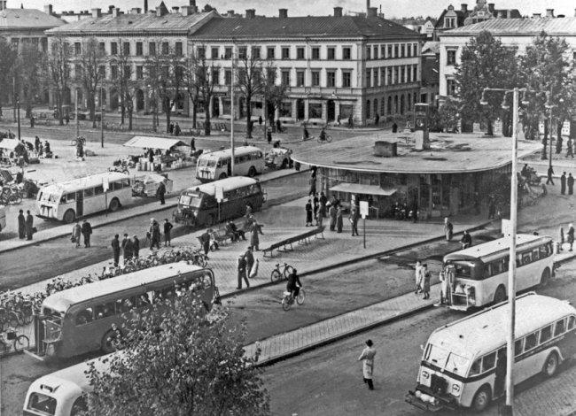 Busstationen på Stortorget på 40-talet