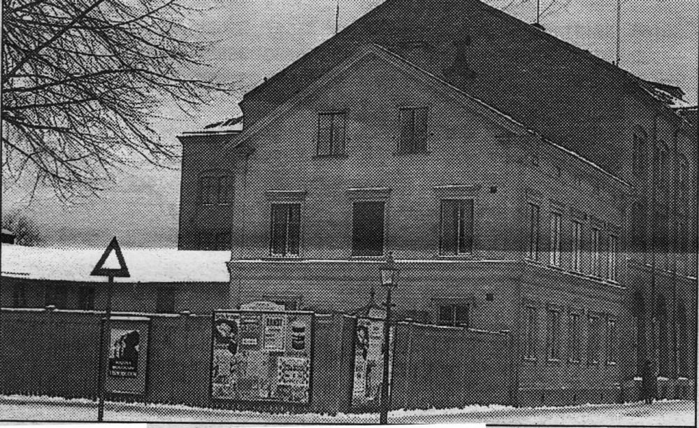 Trähuset före rivningen 1 februari 1935