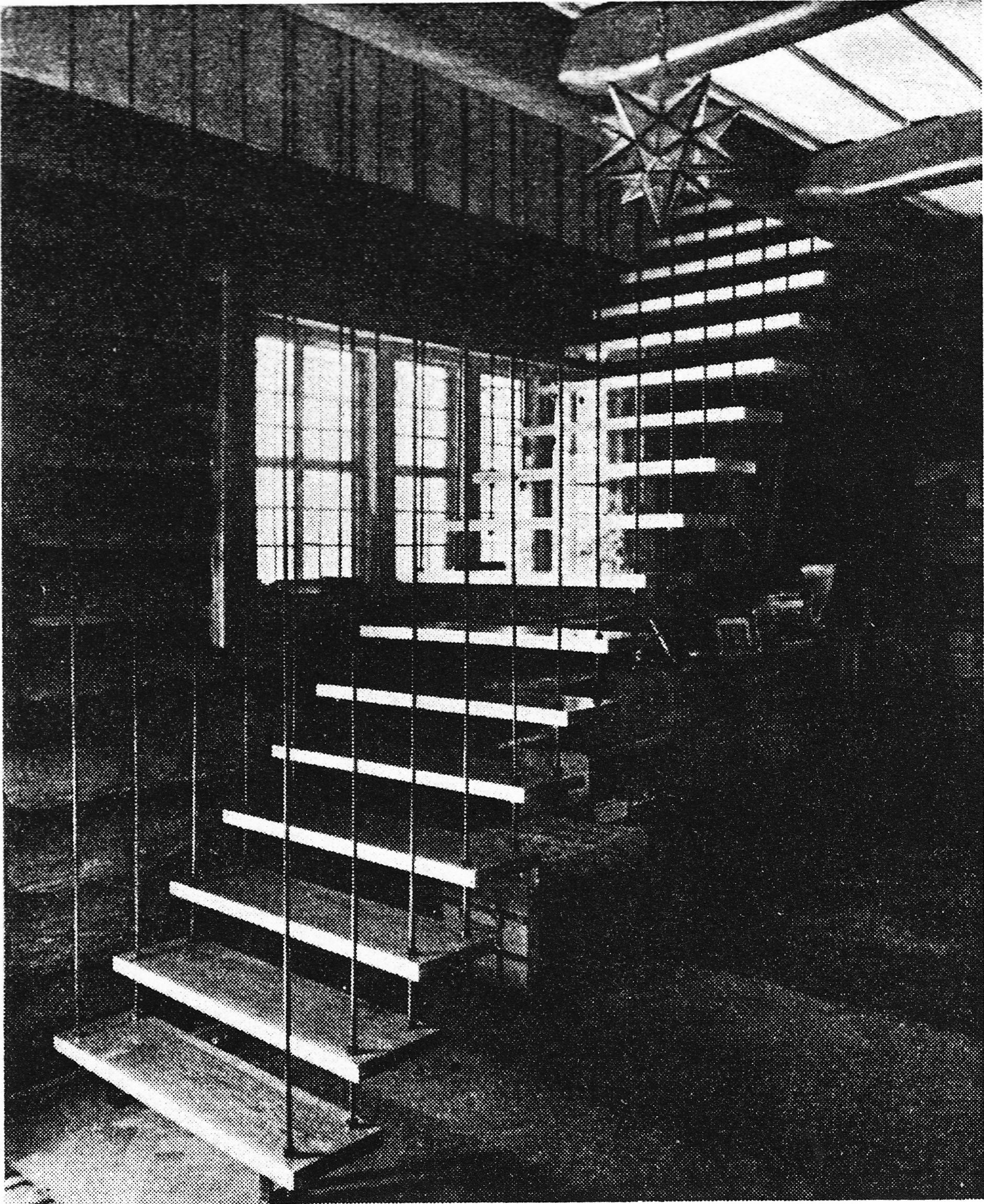 Öppen trappa med minimalt utrymme